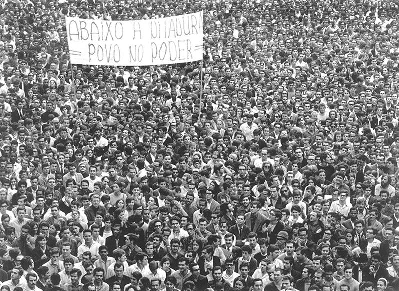 Fotografia de Evandro Teixeira, Golpe Militar do Brasil em 1964, com a Leica - carlosscomazzon